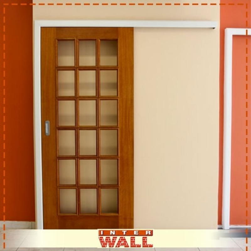 Empresa de Porta de Correr de Madeira com Vidro Embu Guaçú - Empresa de Porta de Correr de Madeira Interna