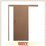 porta de correr de madeira escura Cajamar