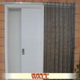 porta de correr de madeira embutida
