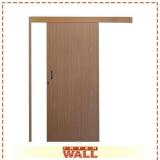 porta de correr em madeira área externa Cotia