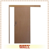 porta de correr em madeira no quarto Ubatuba