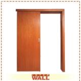 porta de correr em madeira lisa