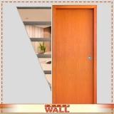 porta de madeira para área externa