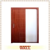 porta em madeira envernizada