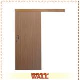porta em madeira maciça lisa