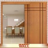 portas de correr em madeira no quarto Santos